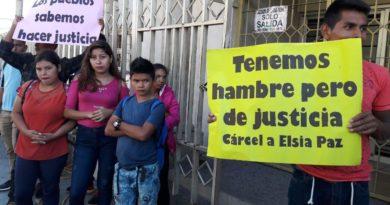 Mediante altercado Elsia Paz pretende suspender audiencia en su contra por racismo.