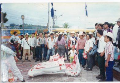 Honduras 1997 – en ese entonces una estatua de mármol de Colón fue derribada